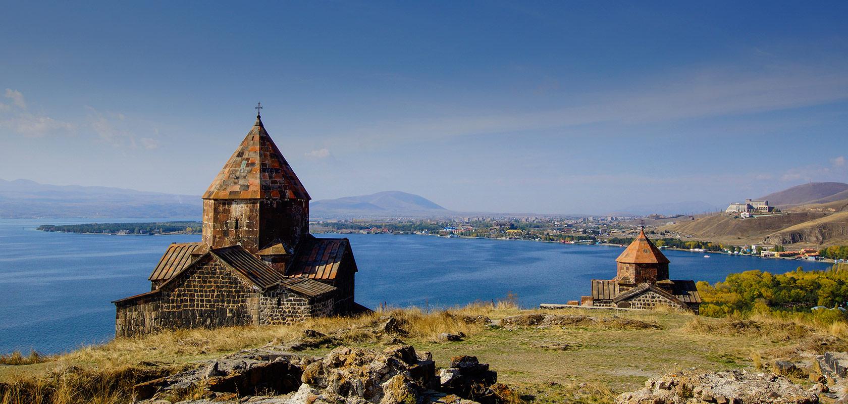 20200914_georgia-armenia-brand_hp01_lago-sevan